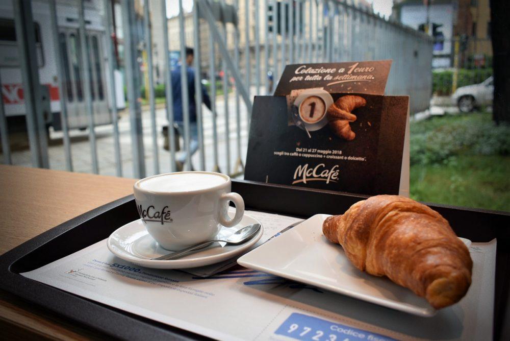 Miláno Mc Donalds raňajky za euro