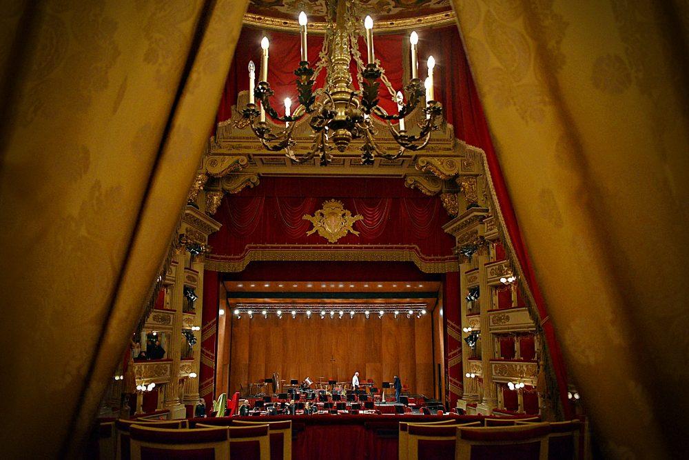 Za oponou divadla La Scala